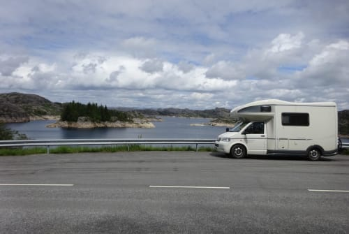 Hire a motorhome in Eiselfing from private owners  VW Colorado