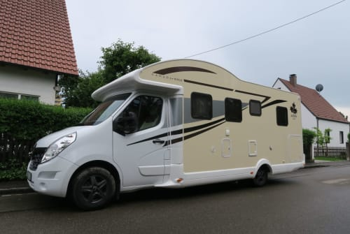 Hire a motorhome in Augsburg from private owners  Ahorn Hörnchen