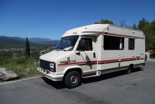Hire a motorhome in Nijmegen from private owners  Peugeot J5 LPG-oldtimer
