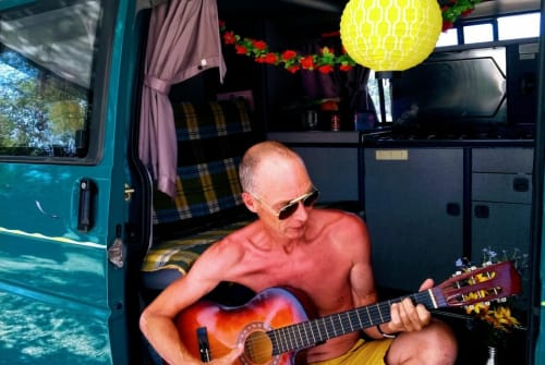 Hire a motorhome in Lissabon from private owners| Volkswagen T4 2.4D Richie