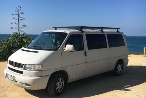 Hire a motorhome in Jerez de la Frontera from private owners| VW El Tomatito
