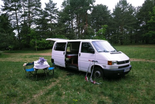 Hire a motorhome in Berlin from private owners| VW T4  Blacky Blackbird
