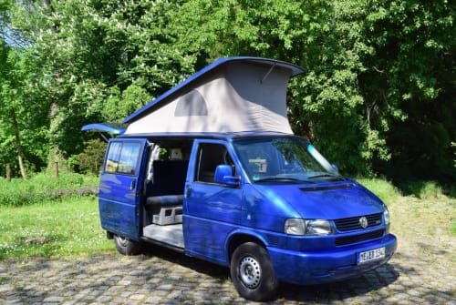 Hire a motorhome in Mettmann from private owners| Volkswagen California Blue