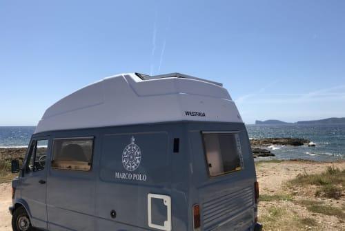 Hire a motorhome in Alghero from private owners| Mercedes-Benz Roadtrip II