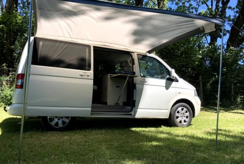 Hire a motorhome in Landsberg am Lech from private owners| Volkswagen White Ride