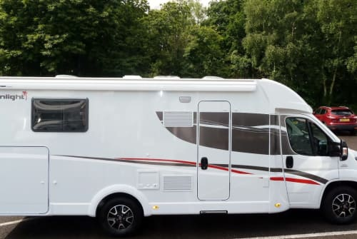 Hire a motorhome in Stockstadt am Main from private owners| Sunlight Don Cato