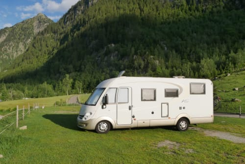 Hire a motorhome in Kenzingen from private owners| Bürstner Emma