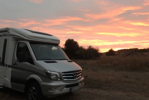 Hire a motorhome in Augsburg from private owners| Hymer Serenity Van