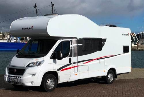 Hire a motorhome in Wiesmoor from private owners| Sunlight LightningStar