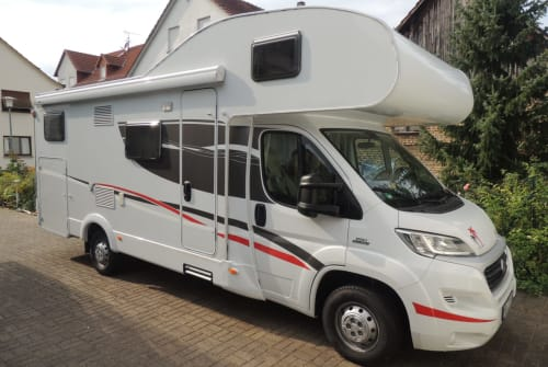 Hire a motorhome in Hemsbach from private owners| Sunlight Sunny1