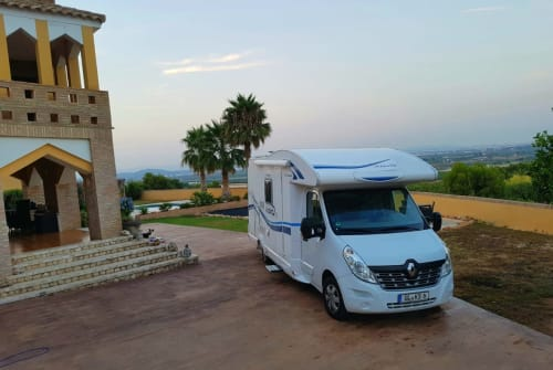 Hire a motorhome in Bergisch Gladbach from private owners  Renaullt  Master RoadRrunner