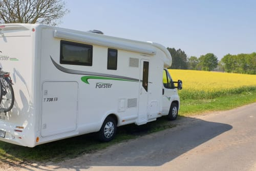 Hire a motorhome in Marienheide from private owners| Forster Eloise