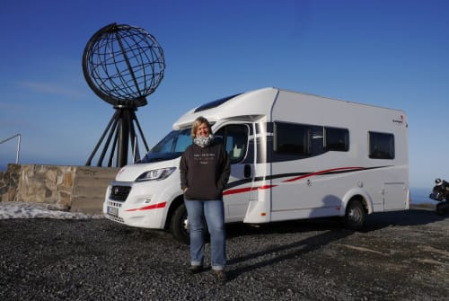 Hire a motorhome in Bochum from private owners| Sunlight Fidel