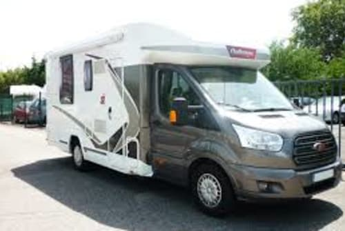 Hire a motorhome in Santanyí from private owners| Ford Challenger Glampi