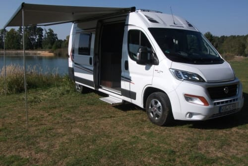 Hire a motorhome in Gunzenhausen from private owners| Weinsberg Handlichkompakt