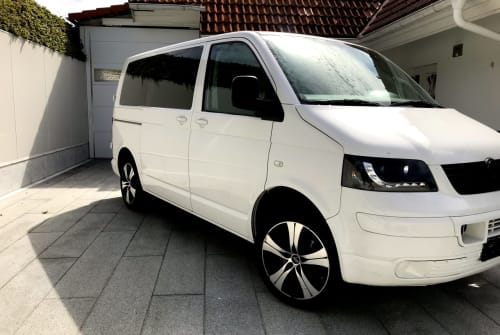 Hire a motorhome in Seiersberg from private owners| Volkswagen MaxMobil
