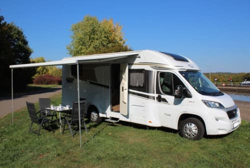 Hire a motorhome in Fürstenfeldbruck from private owners| Carado Charly*München