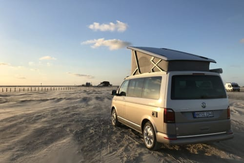 Hire a motorhome in Hamburg from private owners| VW Salted Caramel