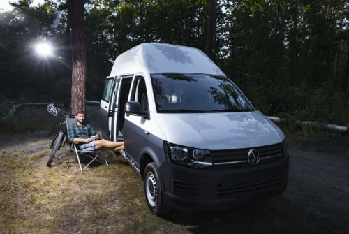 Hire a motorhome in Hannover from private owners| Volkswagen Maschsee-Paul