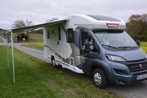 Hire a motorhome in Schmallenberg from private owners| Challenger Mageo