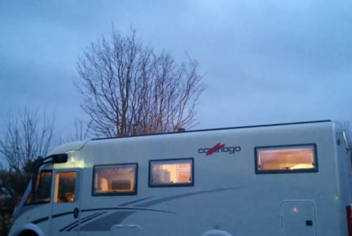 Hire a motorhome in Schönkirchen from private owners| Carthago Landgang