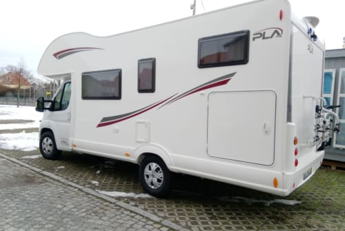 Hire a motorhome in Dresden from private owners| P.L.A. Happy 440 Theo