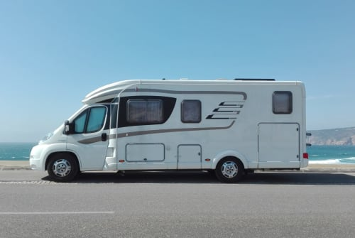 Hire a motorhome in Hochdorf from private owners| Hymer Funliner