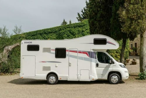 Hire a motorhome in Königs Wusterhausen from private owners| Rimor Rimor Seal8 Tom