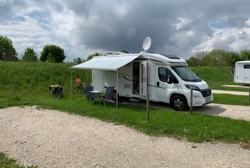 Hire a motorhome in Hückelhoven from private owners| Hymer Mein Herz 1