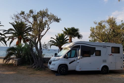 Hire a motorhome in Augsburg from private owners| Dethleffs Heinz