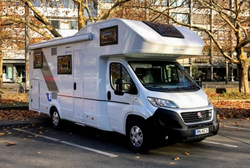Hire a motorhome in Teltow from private owners| SUN-LIVING Krümel Car