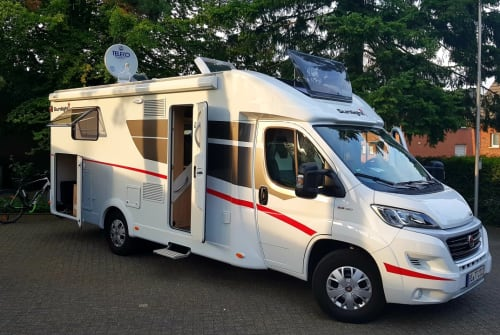 Hire a motorhome in Beckum from private owners| Sunlight Sunny