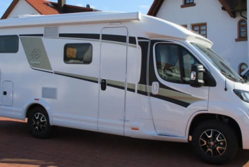 Hire a motorhome in Lübeck from private owners| Knaus VanTi