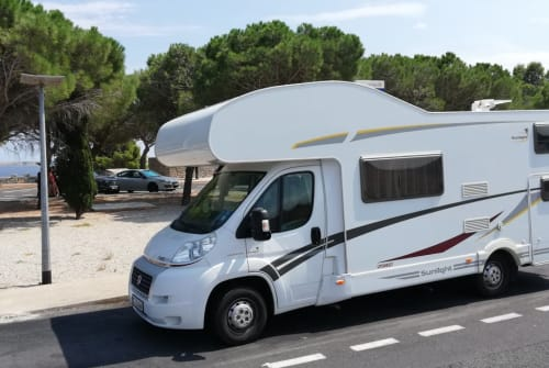 Hire a motorhome in Laupheim from private owners| Sunlight Sunny 44