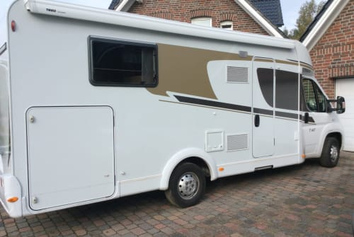 Hire a motorhome in Schagerbrug from private owners| Carado T447 T447