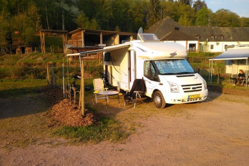 Hire a motorhome in Emmen from private owners| LMC LMC 708
