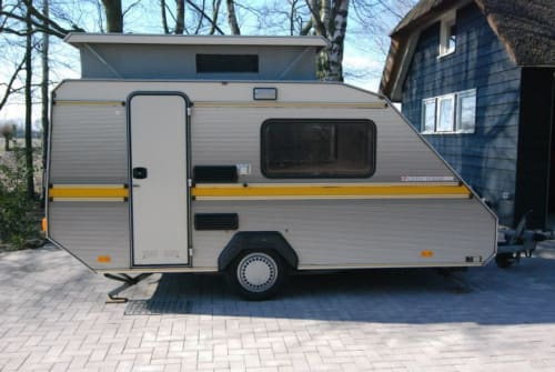 Hire a motorhome in Dronten from private owners| Kip Kip Kompakt