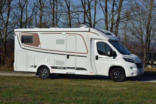 Hire a motorhome in Niederfüllbach from private owners| Etrusco Etrusker