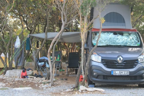 Hire a motorhome in Bergisch Gladbach from private owners  Renault Trafic Trafiti