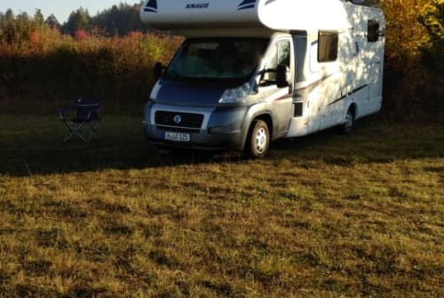 Hire a motorhome in Wuppertal from private owners| Knaus Loh-Mobil