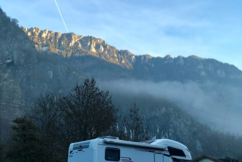Hire a motorhome in Den Haag from private owners| Hymer Playmobiel