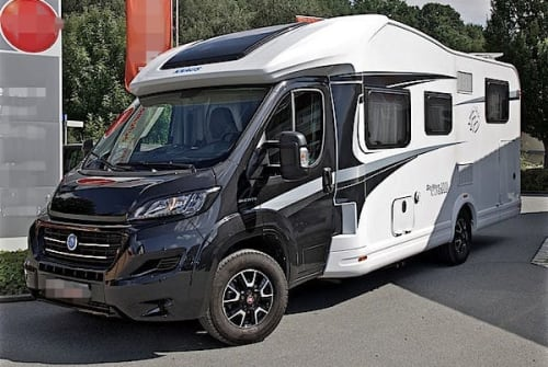 Hire a motorhome in Freital from private owners| Knaus Sky Wave 700 Knaus Sky Wave