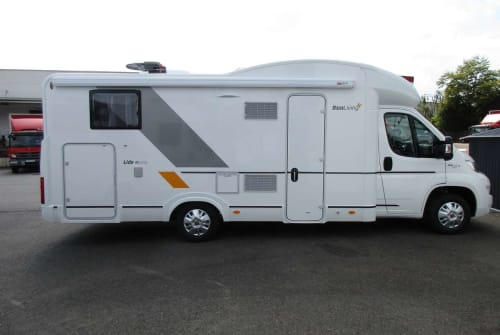 Hire a motorhome in Solingen from private owners| SUN LIVING Benny