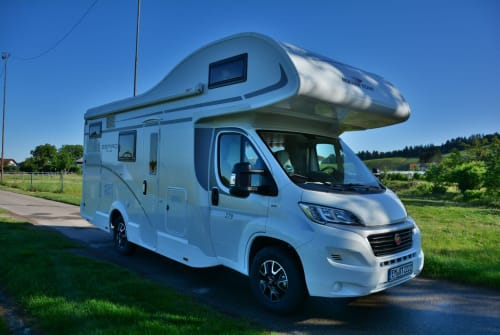Hire a motorhome in Heidmoor from private owners| Roller Team  Voyager SH/NI