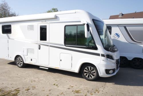 Hire a motorhome in Tremsbüttel from private owners| Knaus  Dark Coffee