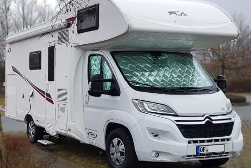 Hire a motorhome in Rodgau from private owners| P.L.A. Happy 440
