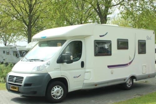 Hire a motorhome in Rogat from private owners| McLouis McLouis