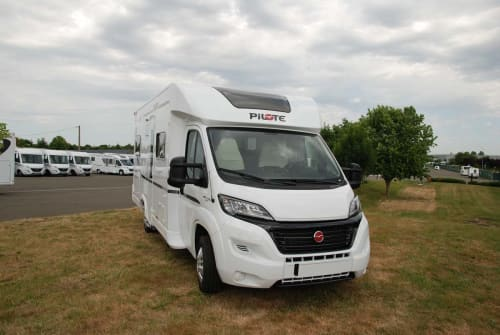 Hire a motorhome in Marienheide from private owners| Pilote Pilote P 716 P