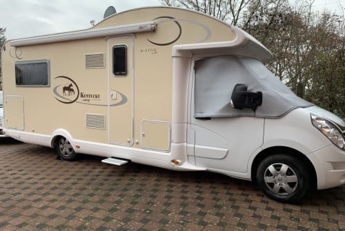 Hire a motorhome in Ludwigsburg from private owners| Renault Master dCI 2,3 /125 PS Hörby   BW
