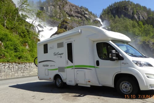 Hire a motorhome in Jüchen from private owners| Forster DYCKI - Duo